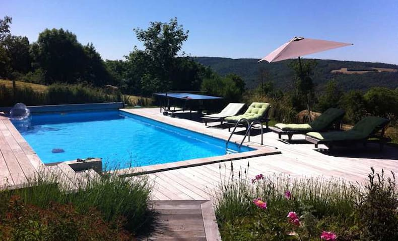Bergerie avec piscine  grand espaces / Complet