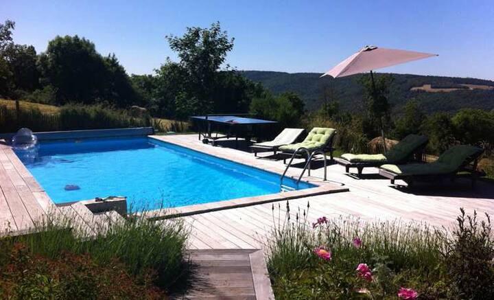 Bergerie avec piscine  grand espaces /