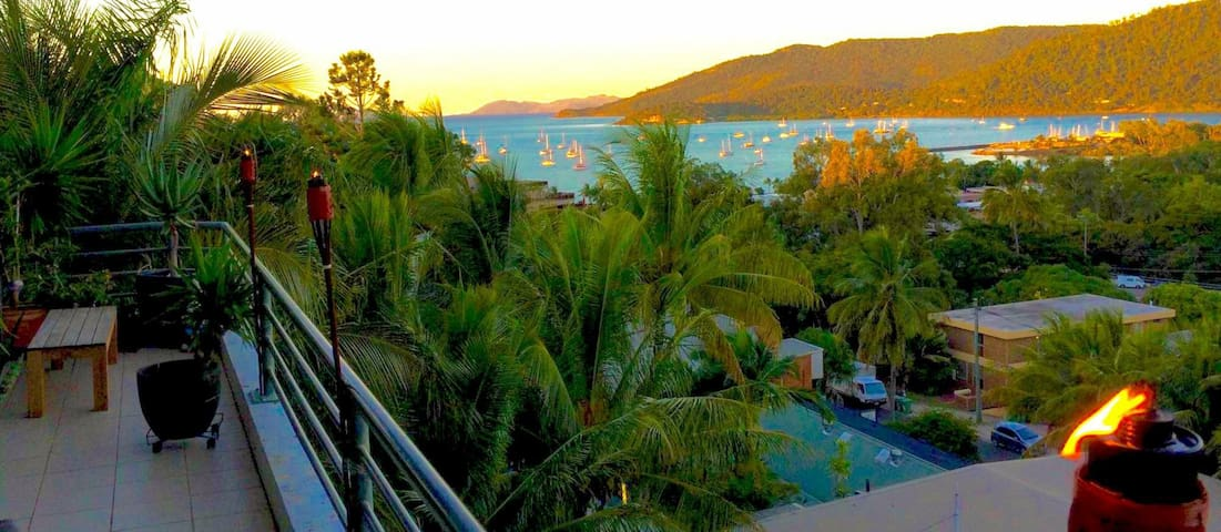 PENTHOUSE - BEST LOCATION, VALUE & VIEWS IN TOWN!! - Airlie Beach - Bed & Breakfast