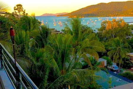 PENTHOUSE - BEST LOCATION, VALUE & VIEWS IN TOWN!! - Airlie Beach - Pousada