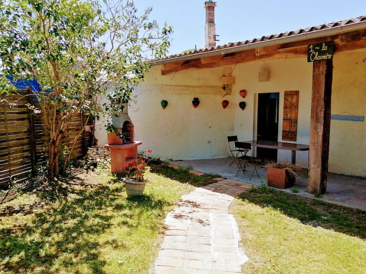 La Chaumiere - Cosy 1 bedroom cottage with pool