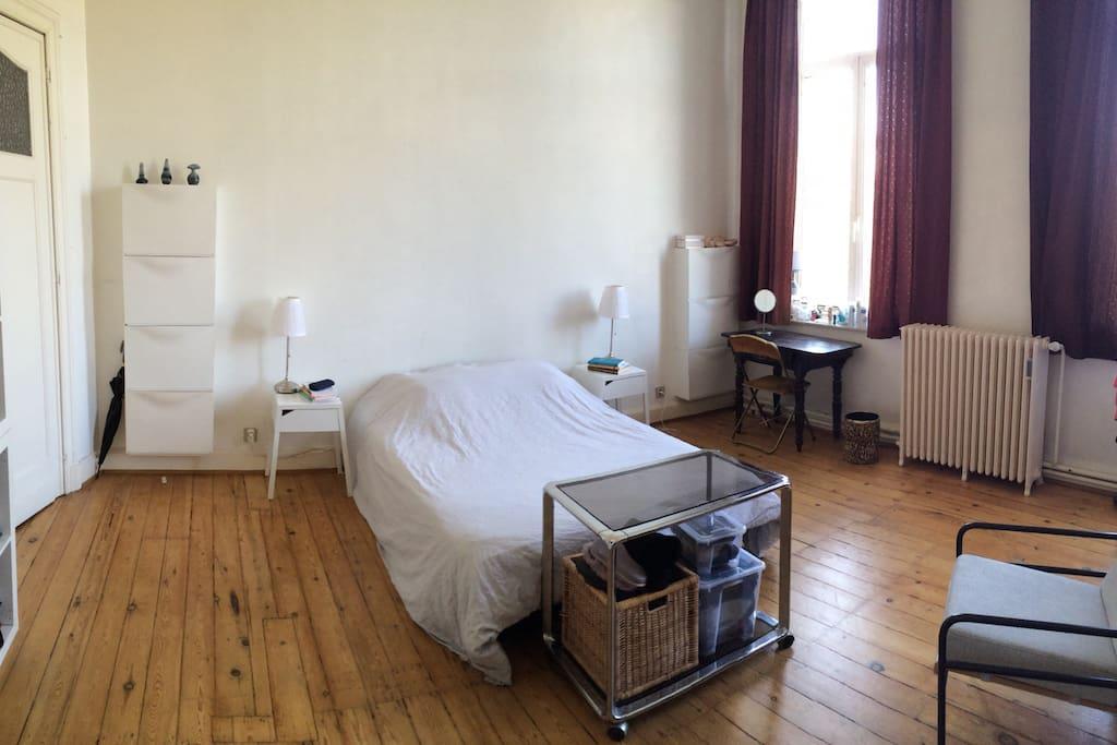 Grande chambre dans le centre ville appartements louer for Chambre belgique