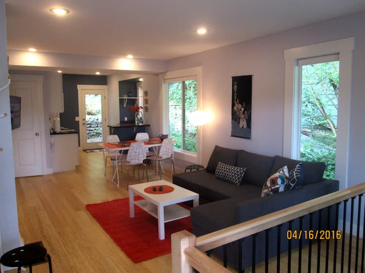 2-level Flat in downtown Fremont