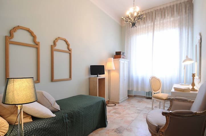 Cozy furnished room in Florence area - Scandicci - Bed & Breakfast