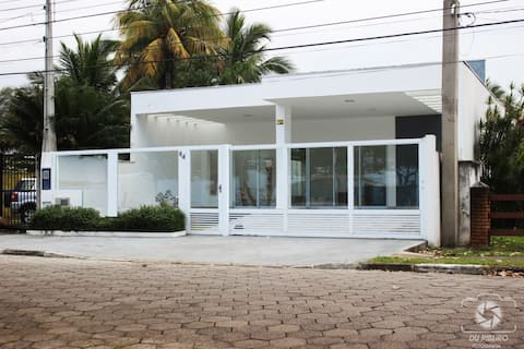 Sea Front - Spacious House and Gourmet Area (Wi-Fi)