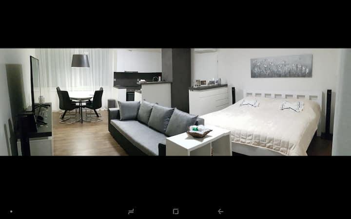 412/1  Shadow apartment