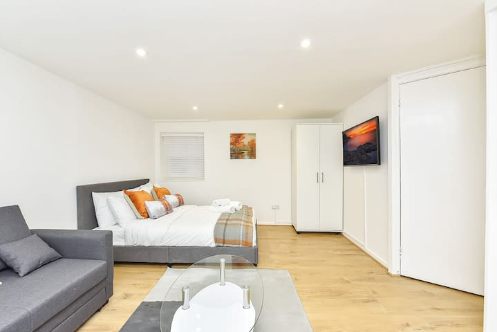 Piccadilly Studio Apartment