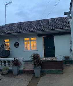 Private Annexe Lodge with En-Suite and Wifi and TV
