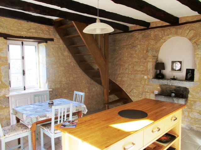 Gîtes 'Heart of Lot' quietness, private pool, view - Soucirac - House