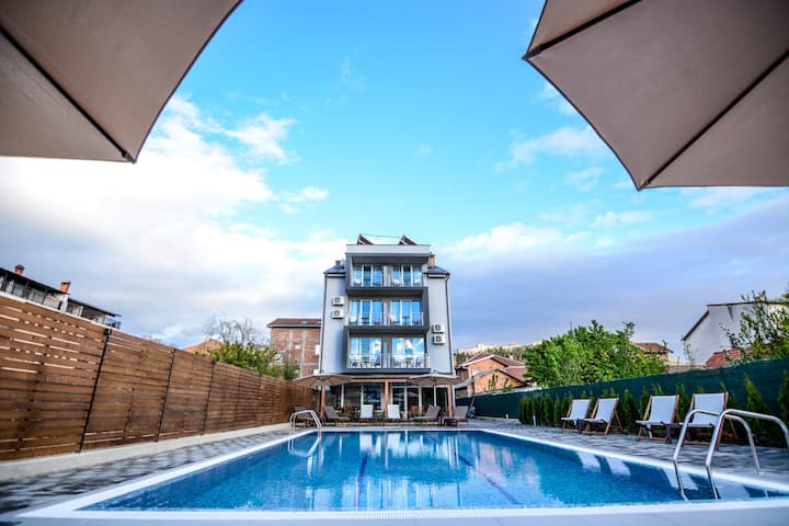 Villa Kotlar modern triple apartment -pool side