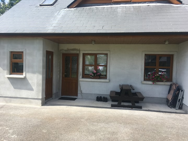 New build private 2 bed apartment close to town
