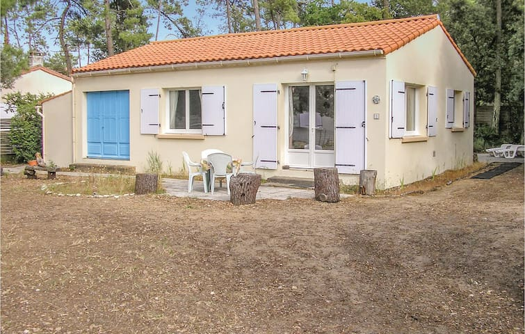 Holiday cottage with 3 bedrooms on 65m² in Longeville sur Mer