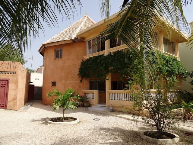 Villa avec piscine à Ngaparou (Sénégal)