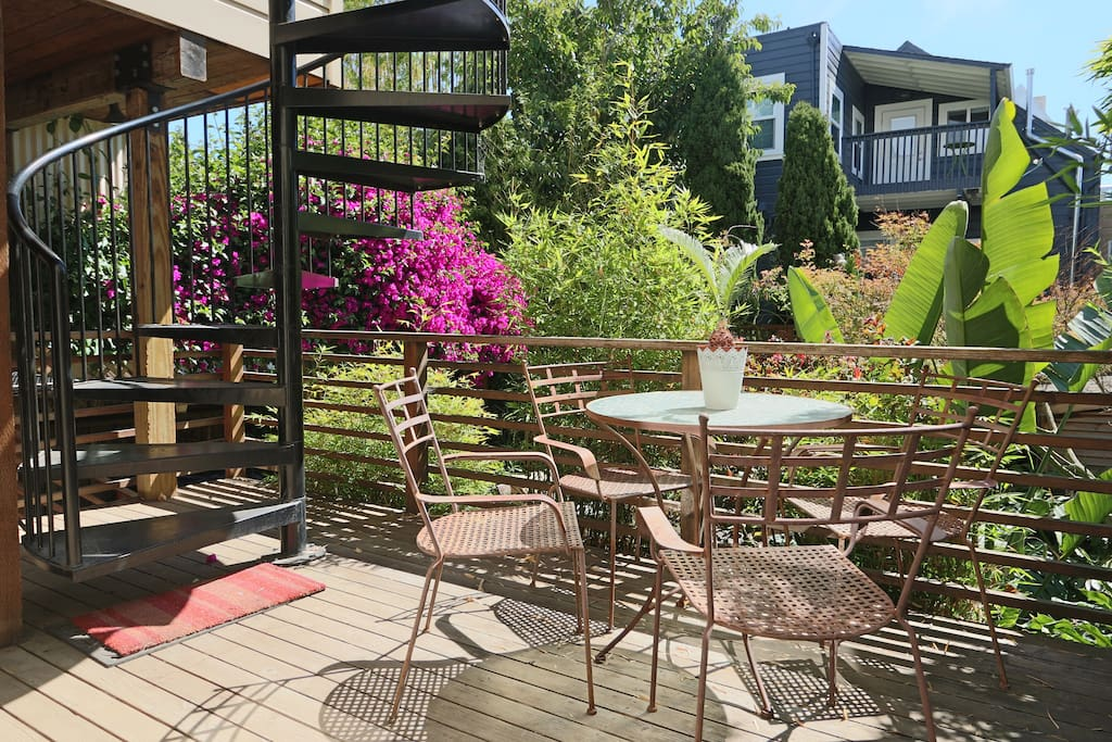 Sunny private patio, perfect to enjoy breakfast!