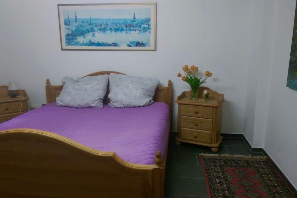 Schlafzimmer, Bett: 1,80x2m
