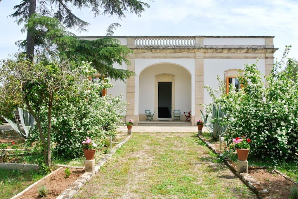 Villa coluccia casa padronale del 1940 agriturismi in for Design della casa padronale