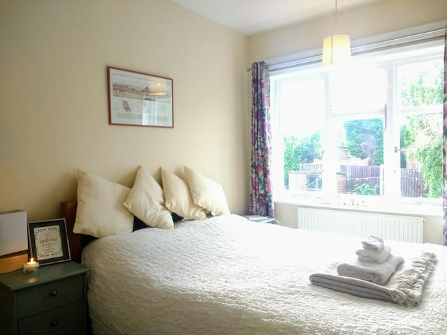 Comfy king bedroom with private work space off A6