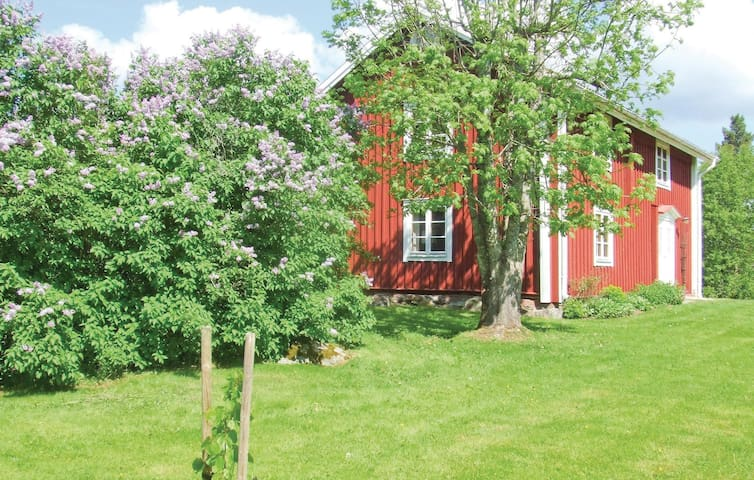 Former farm house with 2 bedrooms on 100m² in Alvesta