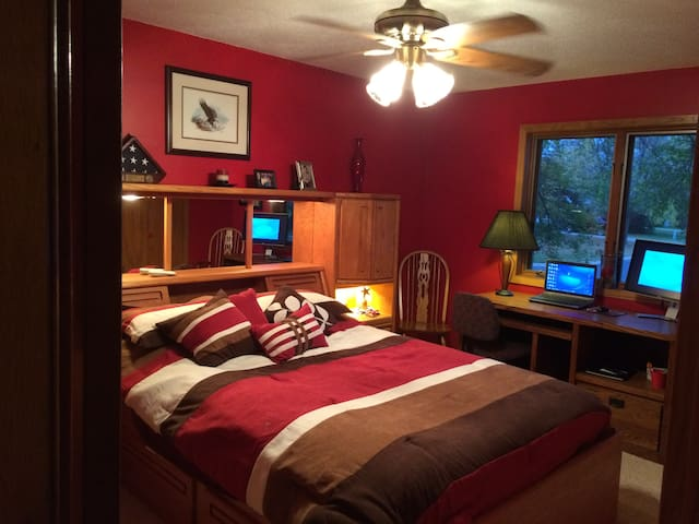 1+Private Room - Secluded Yard & Park Like Setting
