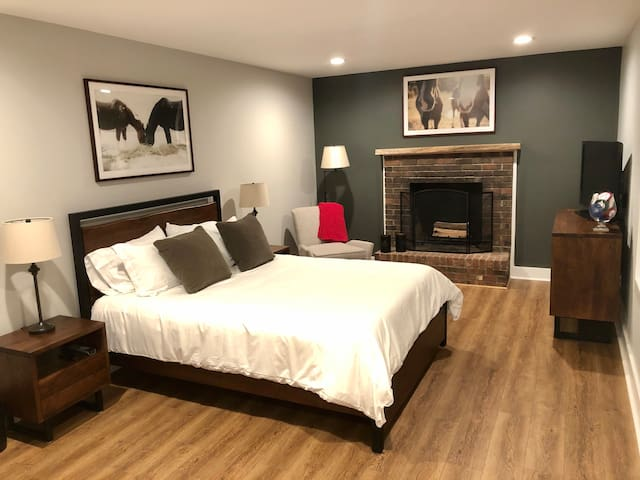 Brand New Guest Suite minutes from TIEC