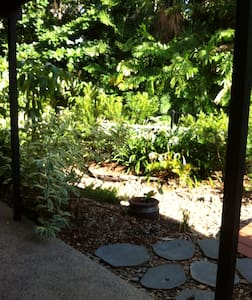 Lovely room in tropical paradise - Millner