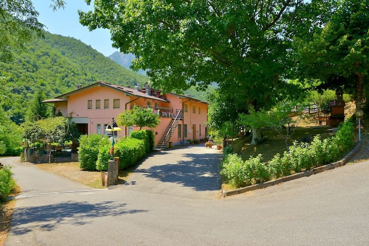 Holiday Home in Lucca with Pool, Garden, Barbecue, Terrace