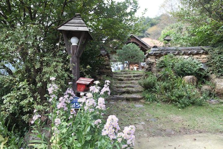 묘향 (황토 한옥), Tea Field Guest House #2(돌로미티)