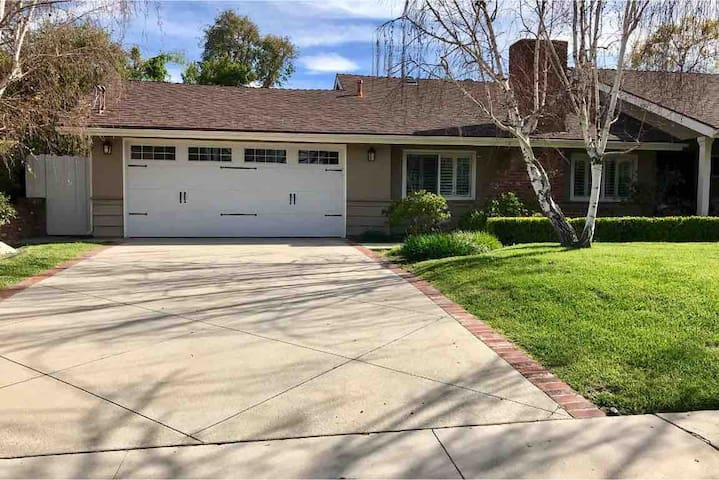 Beautiful house in Woodland Hills to share