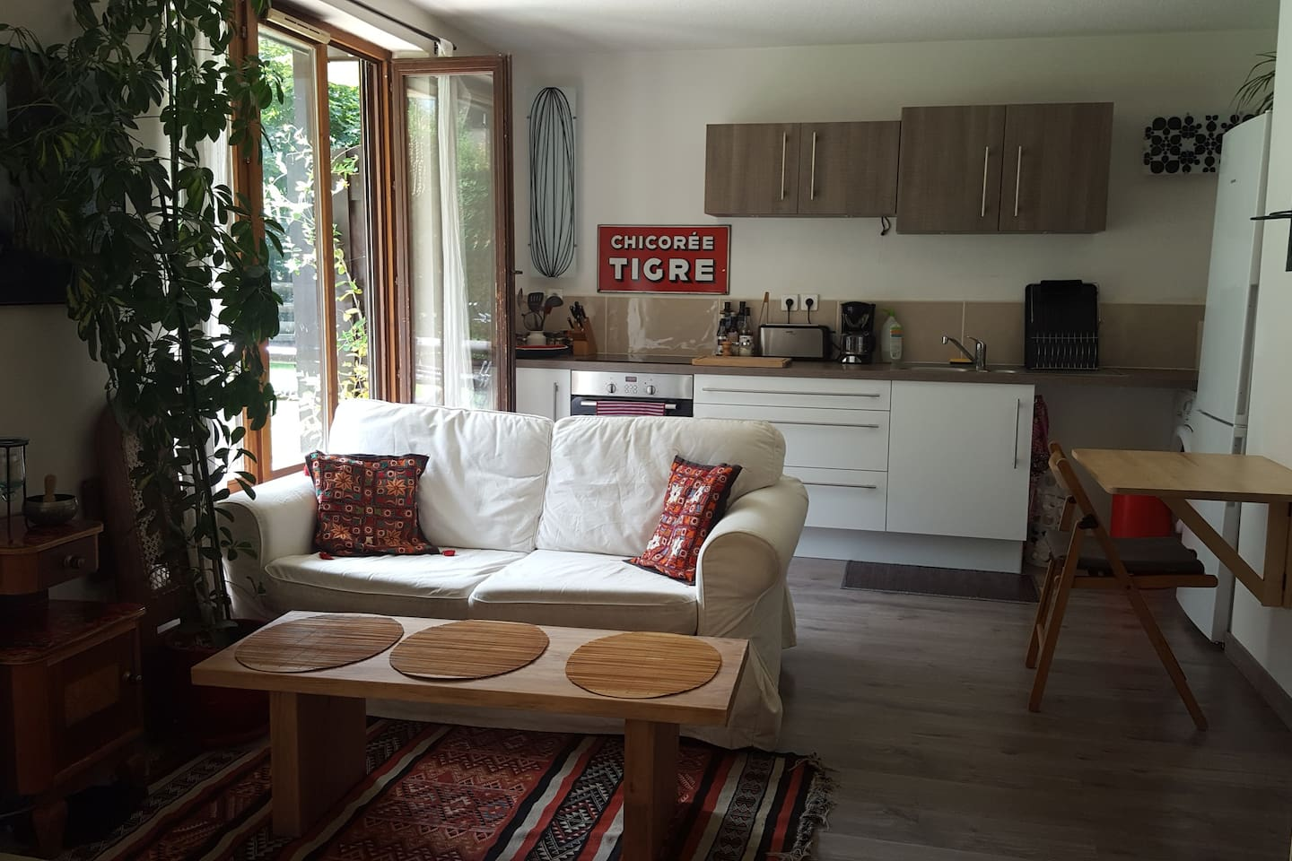 Sitting area and kitchen