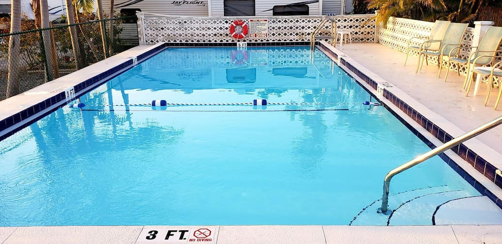 POOL! 10 MIN TO BEST BEACHES! 35 MIN TO KEY WEST!