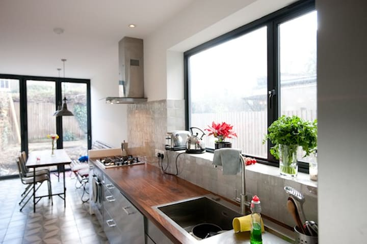 Incredible Homely 4BD Family Home in Holloway - London - House