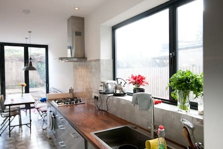 Incredible Homely 4BD Family Home in Holloway - London - Haus