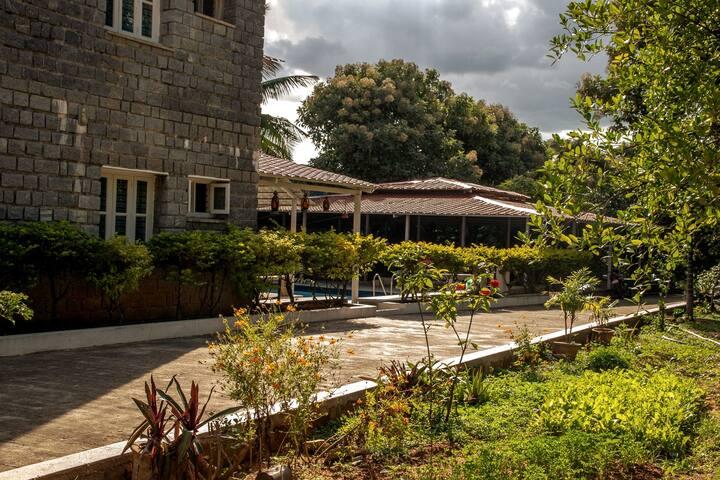 Far Trek 002 Farmhouse stay close to Bengaluru