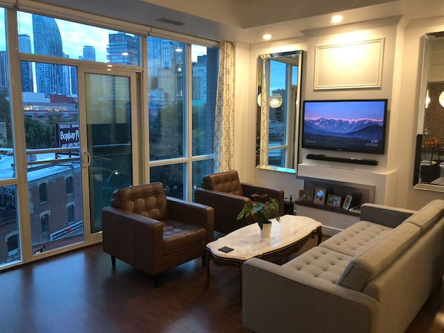 Shared Condo Downtown (St. Lawrence Mrkt / FiDi)