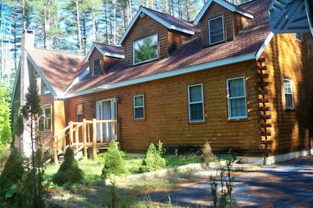 Spectacular log home with pool - Campton - Hus
