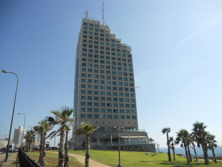 Sea front studio on Netanya beach-Prime location