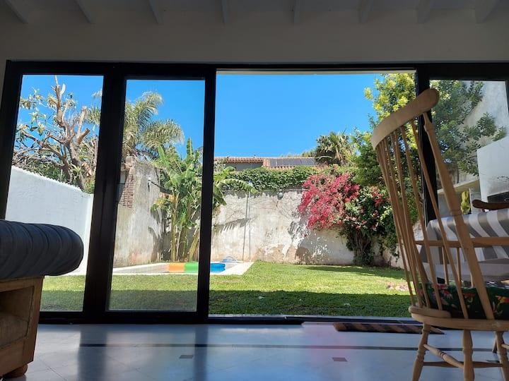 Hermosa casa en La Lucila con jardín y pileta