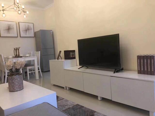 琶洲会展中心欧美鎏金风格琶洲新村两居公寓
