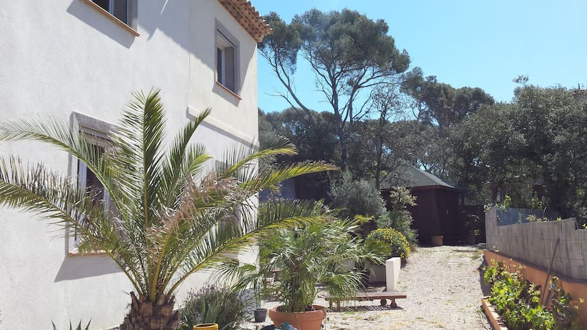Villa contemporaine récente  bord de mer ds pinède