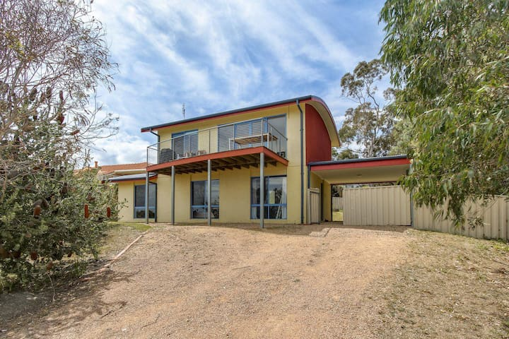 Banksia Waters - 3 Bedroom Holiday House in Lakes Entrance