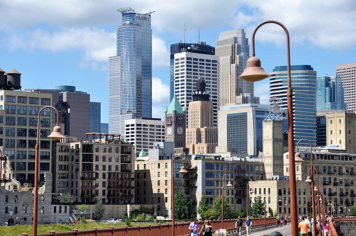 Downtown Minneapolis is just an 8 min drive away!
