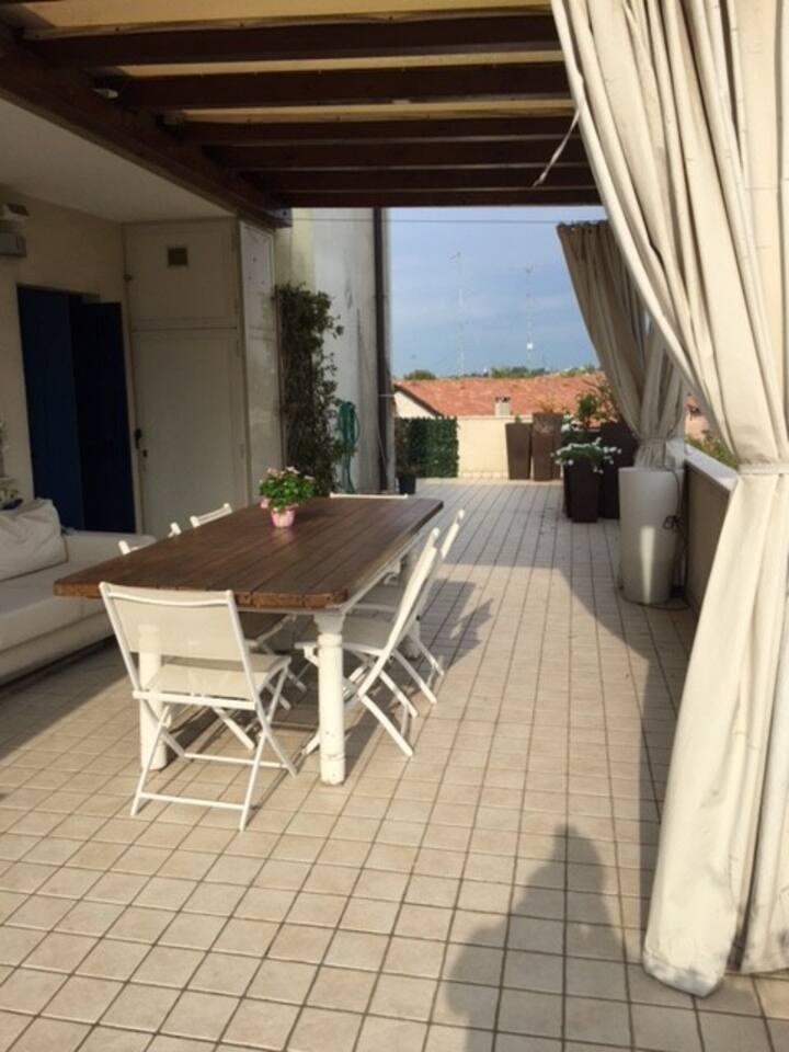 Appartamento arredato con terrazzo