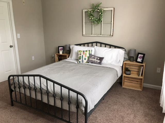 Beautiful Vintage-Style Bedroom in Savannah, GA!