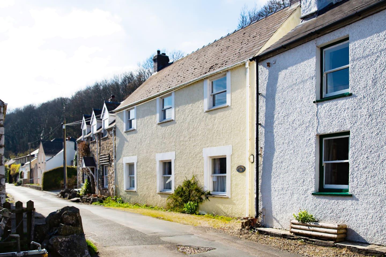 Fisherman's Cottage, Browdowel is set in the heart of Lower Solva.