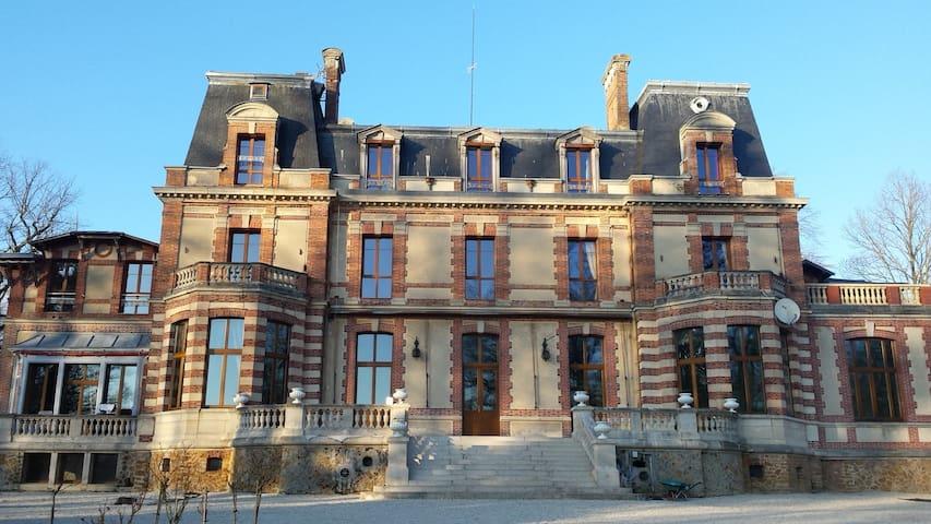 Chambre dans le château - Chaumes-en-Brie - Apartmen perkhidmatan