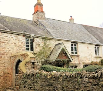 Medieval Cottage in quiet village - South Devon - Hus