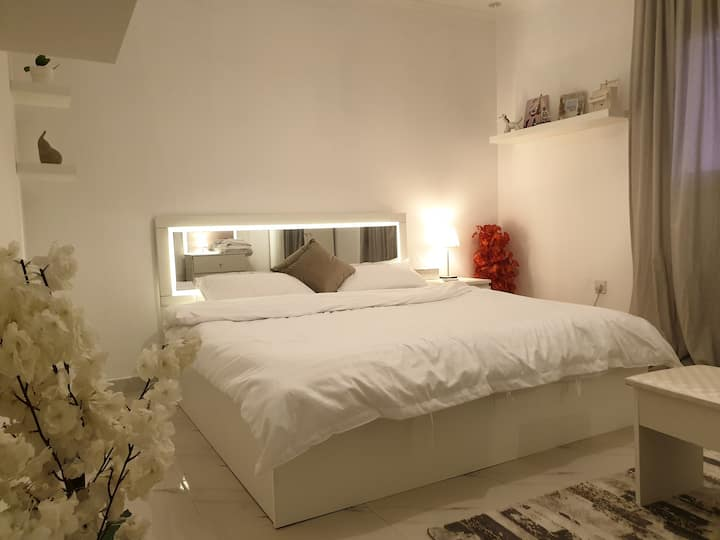 Modern Beautiful White Apartment in Good Location
