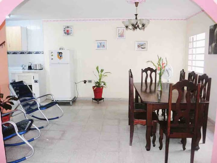 Apartamento Independiente Srs. Adolfo y Mileidys