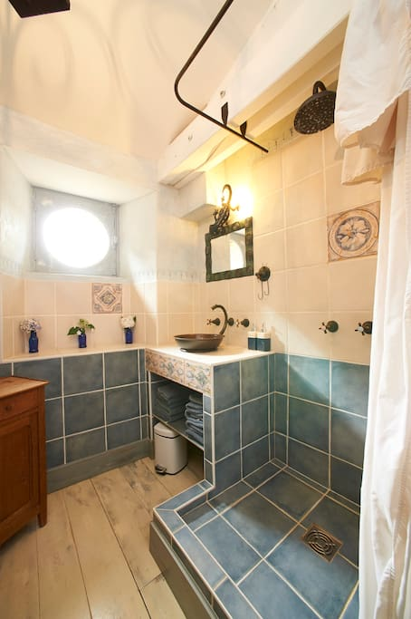 salle de bain de l'ensemble famille