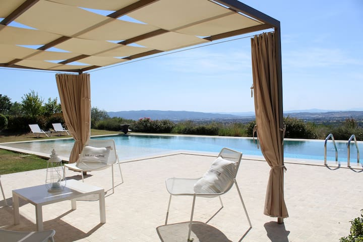 Moderna casa con piscina - Amazing Assisi